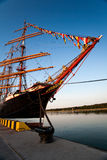 Lange schepen in haven Stock Afbeeldingen