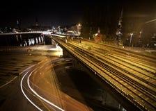 Lange Schiene nachts Lizenzfreie Stockfotografie