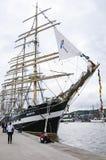 Lange schipparade in de Haven van Rouen tijdens ARMADA stock foto