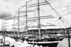 Lange schipparade in de Haven van Rouen tijdens ARMADA Rebecca 36 stock foto