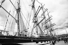 Lange schipparade in de Haven van Rouen tijdens ARMADA Rebecca 36 stock afbeelding