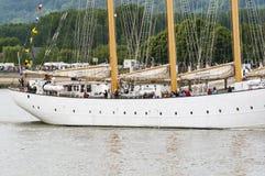 Lange schipparade op de Rivierzegen van Rouen tijdens ARMADA royalty-vrije stock foto's