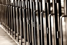Lange Schlange der Türen (horizontal, einfarbig)) Lizenzfreies Stockfoto