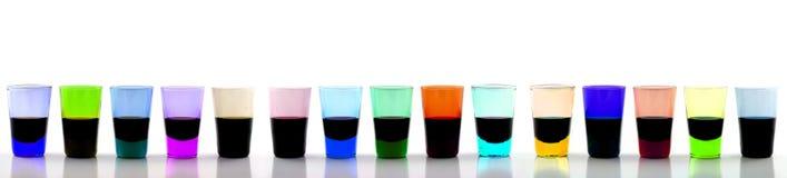 Lange Schlange der trinkenden Gläser Lizenzfreie Stockbilder
