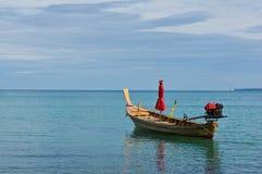 Lange staartboot en blauwe hemel Royalty-vrije Stock Foto