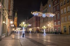 Lange Steeg in oude stad van Gdansk met Kerstmisdecoratie bij nacht Royalty-vrije Stock Foto