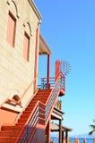 Lange Steintreppe mit vielen Schritten Stockfotos