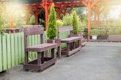 Lange stoel op openbare tuin Royalty-vrije Stock Afbeeldingen