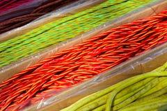 Lange verdrehte Süßigkeit von verschiedenen Farben Lizenzfreies Stockbild