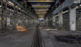 Lange verlassene Halle Stockfoto