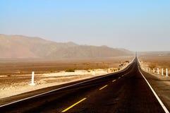 Lange vuile weg in Peru Stock Afbeeldingen