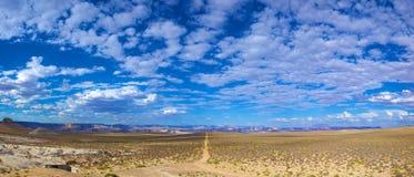 Lange Wüsten-Straße Stockbilder