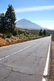 Lange weg aan de vulkaan royalty-vrije stock afbeelding