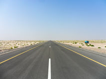 Lange weg in de woestijn Royalty-vrije Stock Fotografie