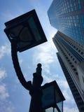 Lange wolkenkrabbers in de moderne stad van Singapore Stock Afbeelding