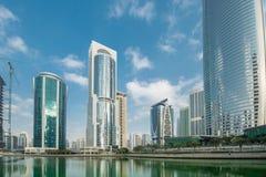 Lange wolkenkrabbers in Doubai Royalty-vrije Stock Afbeeldingen