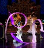 Lange zijde de dans-tweede handeling: een feest in de van het paleis-heldendicht de Zijdeprinses ` dansdrama ` royalty-vrije stock fotografie