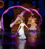 Lange zijde de dans-tweede handeling: een feest in de van het paleis-heldendicht de Zijdeprinses ` dansdrama ` stock foto's