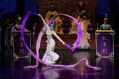 Lange zijde de dans-tweede handeling: een feest in de van het paleis-heldendicht de Zijdeprinses ` dansdrama ` royalty-vrije stock afbeeldingen