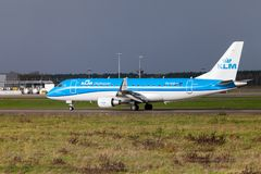 Embraer ERJ-175 from airline KLM lands on international airport. LANGENHAGEN / GERMANY - OCTOBER 28, 2017: Embraer ERJ-175 from airline KLM lands on Royalty Free Stock Photos
