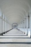 Langer barocker Säulengang Lizenzfreie Stockfotografie