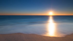 Langer Belichtungs-Meerblick-Sonnenaufgang Stockbild