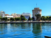Langer Belichtungsschuß des brach von Saloniki, von Hafen die Gebäude und die Sonne macht den Tag perfekt nach soviel Regen L stockfotografie