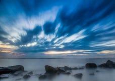 Langer Berührungs-Sonnenuntergang Lizenzfreies Stockfoto