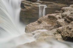 Langer Berührungswasserfall Lizenzfreie Stockfotografie