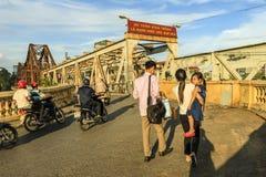 Langer Bien-Brücken-Vietnamese: Cau langes Bien ist eine historische Auslegerbrücke über dem Red River Lizenzfreies Stockbild