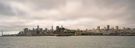 Langer Panoramablick San Francisco Fishermans Wharf City Skyline stockfoto