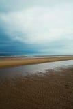 Langer sandiger Strand von Norfolk-Küste, Nordmeer, Holkham-Strand, Vereinigtes Königreich Stockfotografie