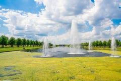 Langer Wasser-Kanal lizenzfreies stockfoto