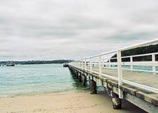 Langer weißer Pier Lizenzfreie Stockbilder