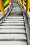 Langes abstraktes Treppenhaus Stockbilder