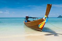 Langes angebundenes Boot bei Thailand Lizenzfreie Stockfotos