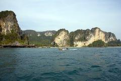 Langes angebundenes Boot, Krabi, Thailand Lizenzfreie Stockfotos
