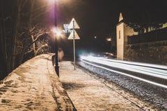 Langes Belichtungsfoto der Winternacht in der Stadt Lizenzfreies Stockfoto
