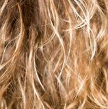 Langes blondes Haar als Hintergrund Lizenzfreie Stockfotografie