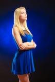 Langes blondes Haar des nachdenklichen Mädchens des Porträts Lizenzfreies Stockbild