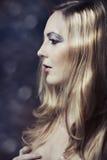 Langes blondes Haar des Zaubers Stockfoto