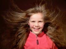 Langes Haar, das im Wind durchbrennt Stockbilder