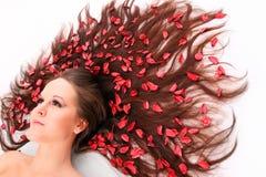 Langes Haar mit Blumen. Lizenzfreie Stockbilder