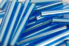 Langes perlenbesetztes Blau Lizenzfreie Stockbilder