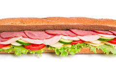 Langes Sandwich auf weißem Hintergrund lizenzfreie stockfotografie
