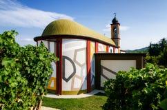 Langhe, kleurrijke kerk dichtbij alba Royalty-vrije Stock Fotografie