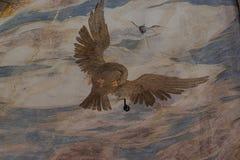 Langhirano, Italien: Am 2. Juni 2019: Detail eines Freskos auf den Wänden von torrechiara Schloss in Parma, ein Vogelfliegen in d stockbilder
