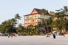 Langkawi, Malásia, o 21 de dezembro de 2017: Praia de Langkawi com um hotel Fotos de Stock Royalty Free