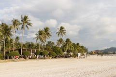 Langkawi, Malaysia, am 21. Dezember 2017: Weißer sandiger Strand von Langkawi Stockbild