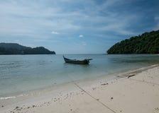 Langkawi plaża z śmieszną łodzią Obrazy Royalty Free